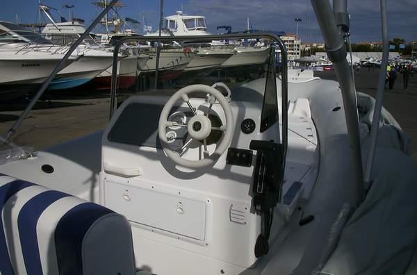 Pneuboat reportage salon nautique du cap d 39 agde 2001 for Reportage sur le cap d agde