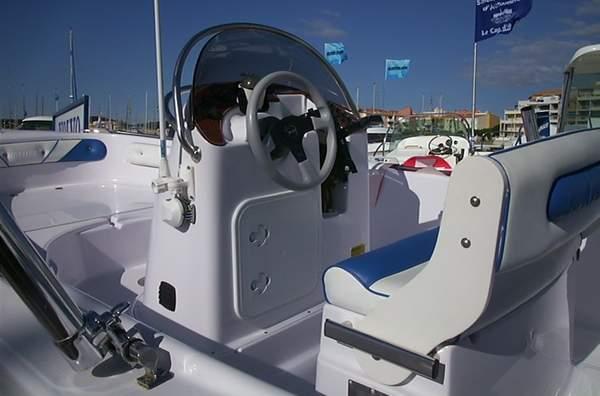 Pneuboat reportage salon nautique du cap d 39 agde 2001 for Salon nautique cap d agde 2017