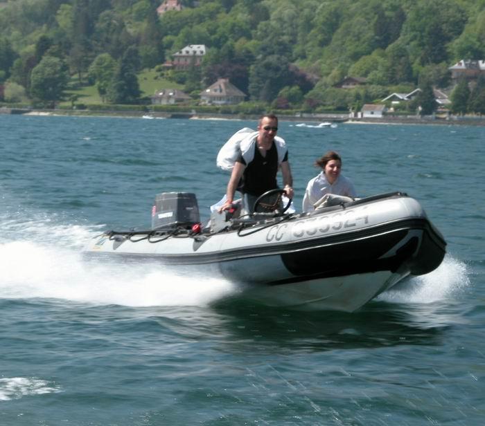Bourget rassemblement bateau pneumatique et semi rigide 2004 - Bateau pneumatique semi rigide ...
